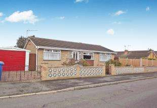 2 Bedrooms Bungalow for sale in Rosemary Avenue, Minster On Sea, Sheerness, Kent