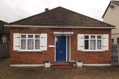 2 Bedrooms Bungalow for sale in Stapleford Abbotts, Romford, Essex