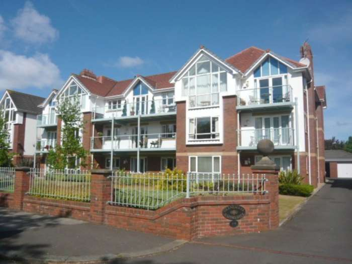 3 Bedrooms Apartment Flat for sale in Gleneagles, Links Gate, St. Annes