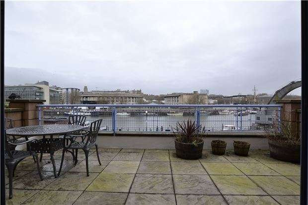 2 Bedrooms Flat for sale in The Quays, Cumberland Road, BRISTOL, BS1 6UQ