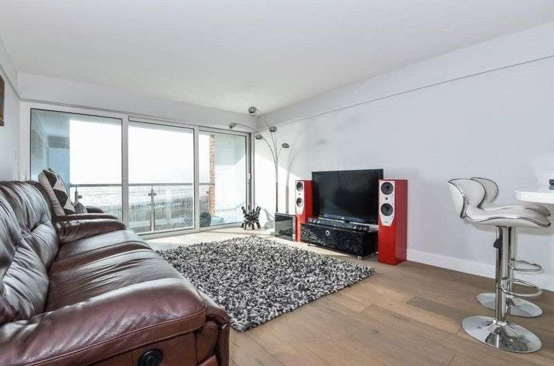 2 Bedrooms Flat for sale in East Bracklesham Drive, Chichester