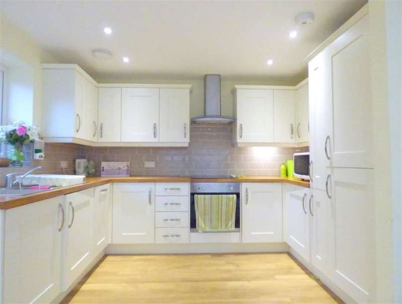 2 Bedrooms Bungalow for sale in Hanover Avenue, Feltham, TW13 4JP