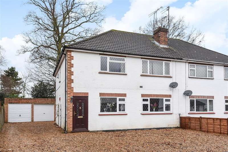 2 Bedrooms Maisonette Flat for sale in Lyon Road, Crowthorne