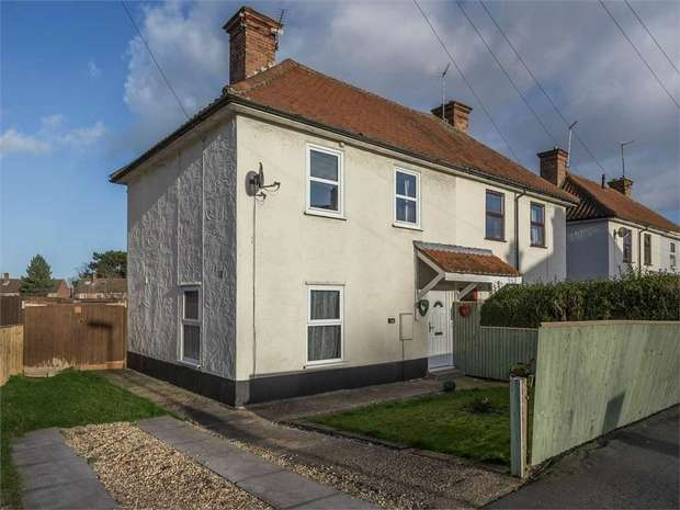 3 Bedrooms Semi Detached House for sale in Lacey Gardens, Louth, Lincolnshire