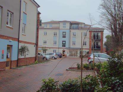 2 Bedrooms Flat for sale in Wolsey Court, 22 Knighton Park Road, Leicester