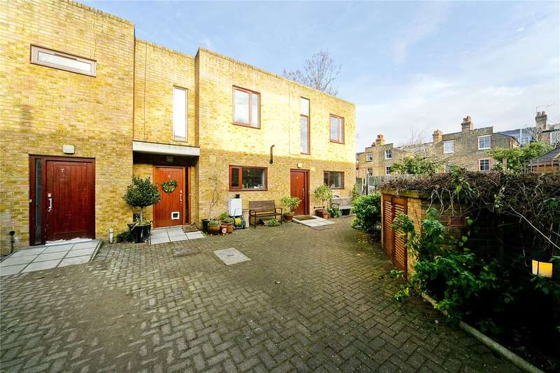 3 Bedrooms Terraced House for sale in Queensbridge Road, Hackney, E8