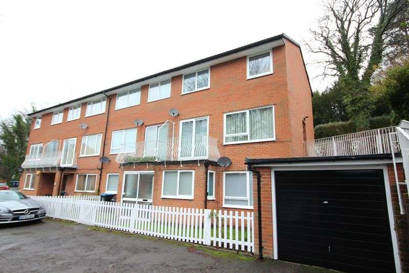 3 Bedrooms Flat for sale in Westhall Road, Warlingham, Surrey