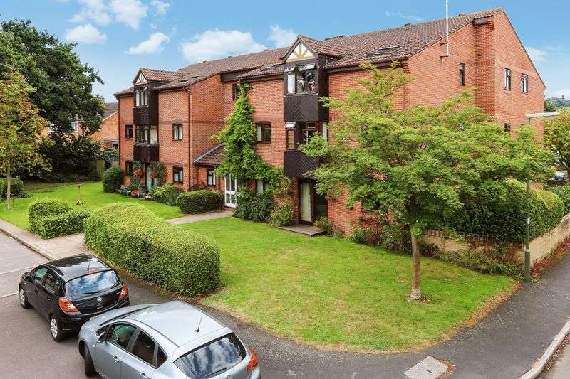 2 Bedrooms Flat for sale in Farncombe