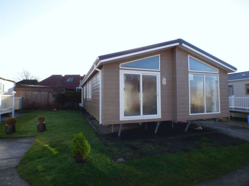 3 Bedrooms Detached Bungalow for sale in Hythe Road, Romney Marsh