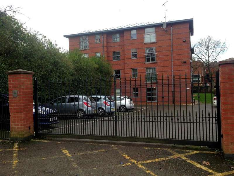 2 Bedrooms Apartment Flat for sale in St James's Road, Dudley, DY1