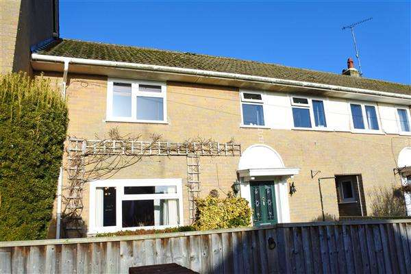 3 Bedrooms Terraced House for sale in Castle Hill Crescent, Mere