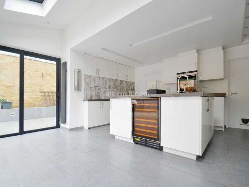 3 Bedrooms End Of Terrace House for sale in Kenilworth Gardens, Woolwich SE18