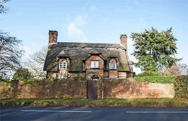 3 Bedrooms Detached House for sale in Mill Lane, Brockenhurst, Hampshire