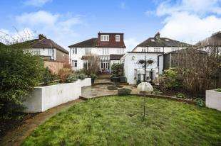 4 Bedrooms Semi Detached House for sale in Norman Avenue, Sanderstead, South Croydon, .