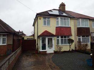 3 Bedrooms Semi Detached House for sale in Clyde Avenue, Sanderstead, South Croydon