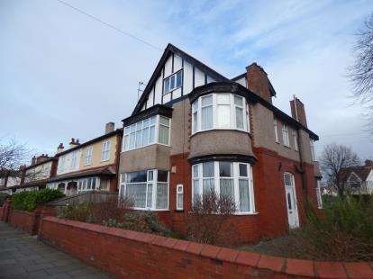 2 Bedrooms Flat for sale in Ilford Avenue, Crosby, Liverpool, Merseyside, L23