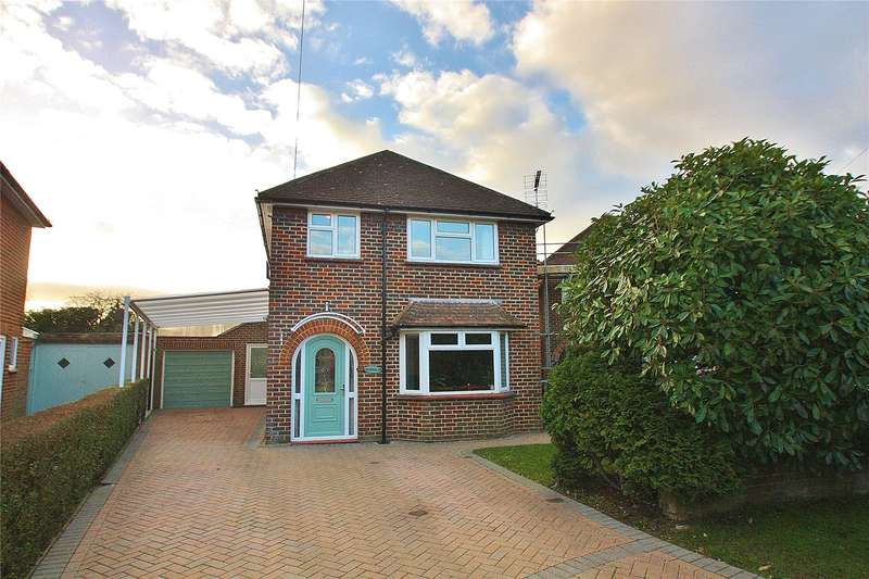 4 Bedrooms Detached House for sale in Shirley Place, Knaphill, Surrey, GU21