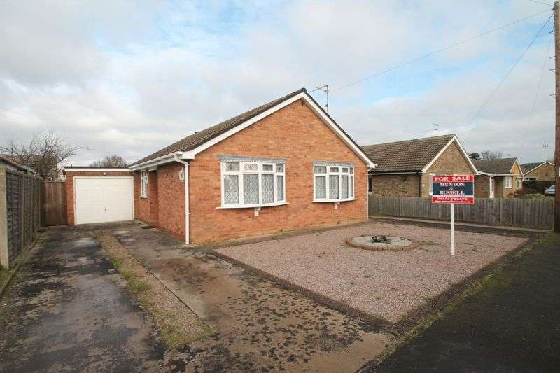 3 Bedrooms Semi Detached Bungalow for sale in Woodfield Close, Spalding