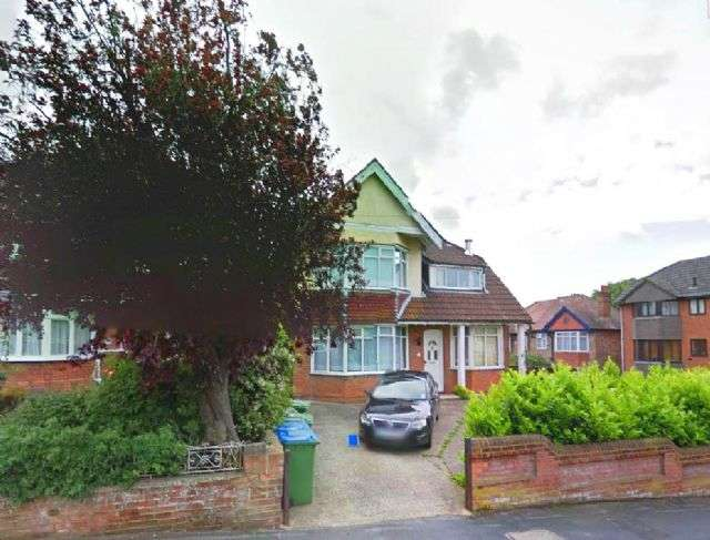 8 Bedrooms Semi Detached House for rent in Grosvenor Road - Highfield