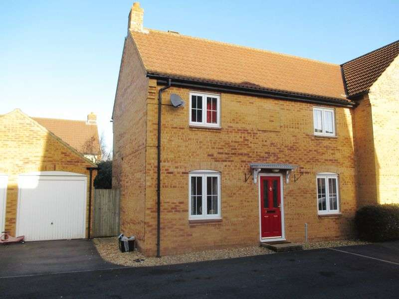 3 Bedrooms Semi Detached House for sale in Biddlesden Road, Yeovil