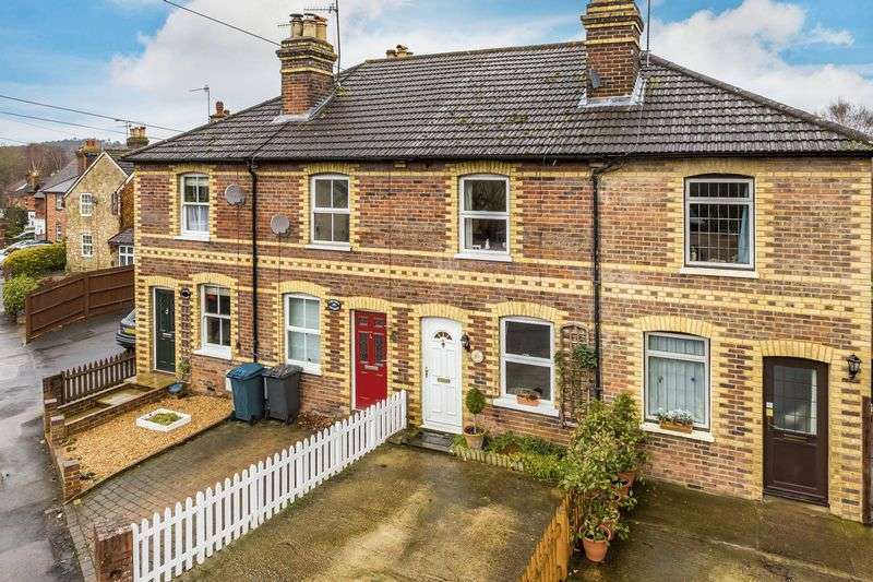 2 Bedrooms Terraced House for sale in Bramley