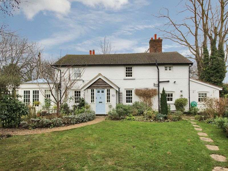 3 Bedrooms House for sale in Victoria Road, Horley, Surrey