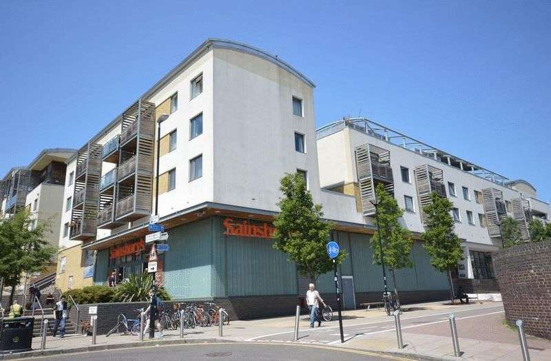 3 Bedrooms Flat for rent in Kingscote Way, Brighton