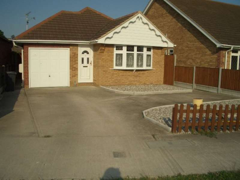 3 Bedrooms Detached House for sale in Hainault Avenue Rochford