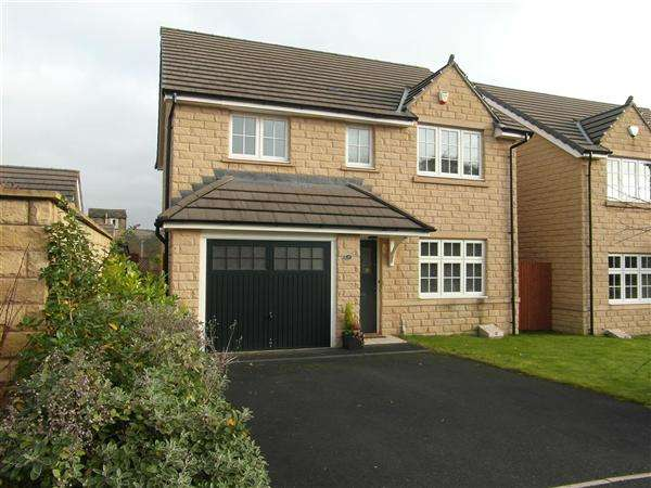 4 Bedrooms Detached House for sale in Garside Drive, Halifax