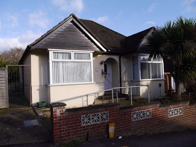 2 Bedrooms Detached Bungalow for sale in Sholing, Southampton