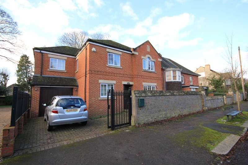 3 Bedrooms Detached House for rent in Downshire Square, Reading, RG1