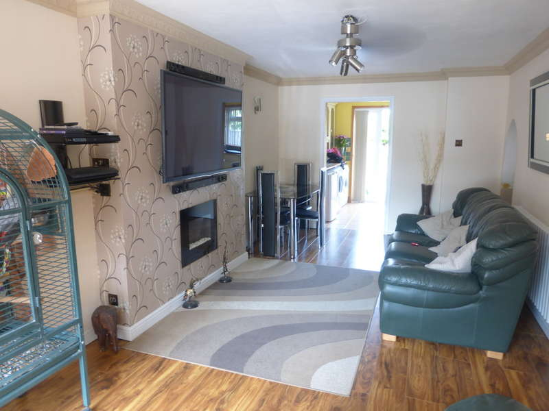 3 Bedrooms Terraced House for sale in Lomas Close, New Addington, Croydon, CR0 0QX
