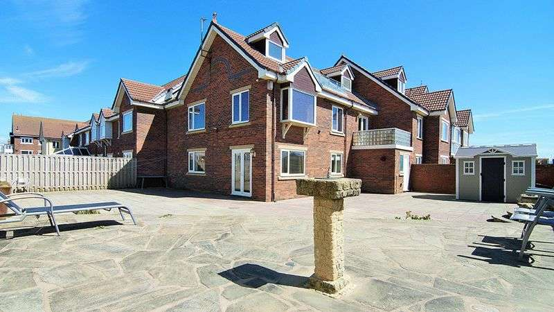 4 Bedrooms Terraced House for sale in Summerfields, St. Annes FY8 2TR