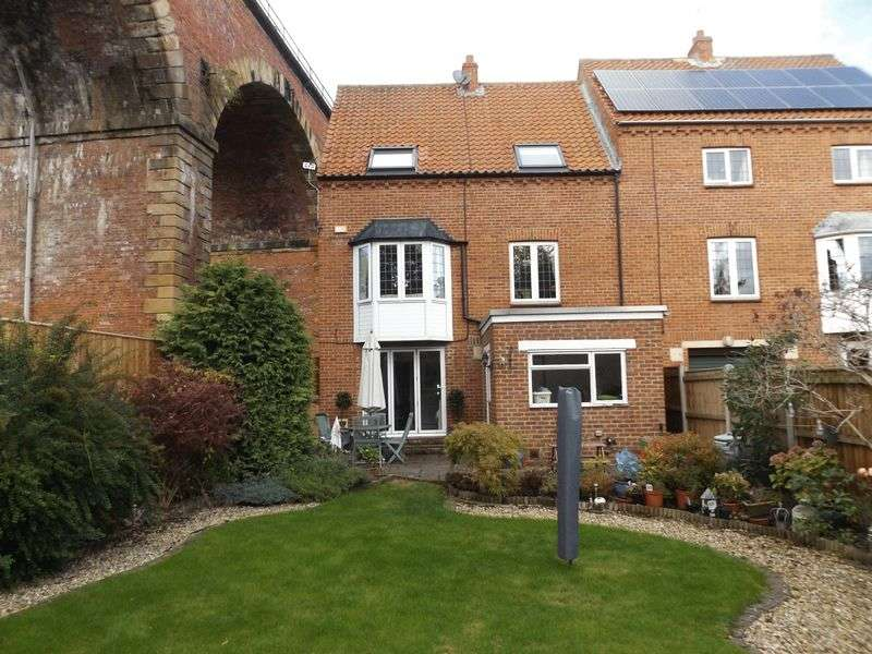 3 Bedrooms Semi Detached House for sale in Low Church Wynd, Yarm