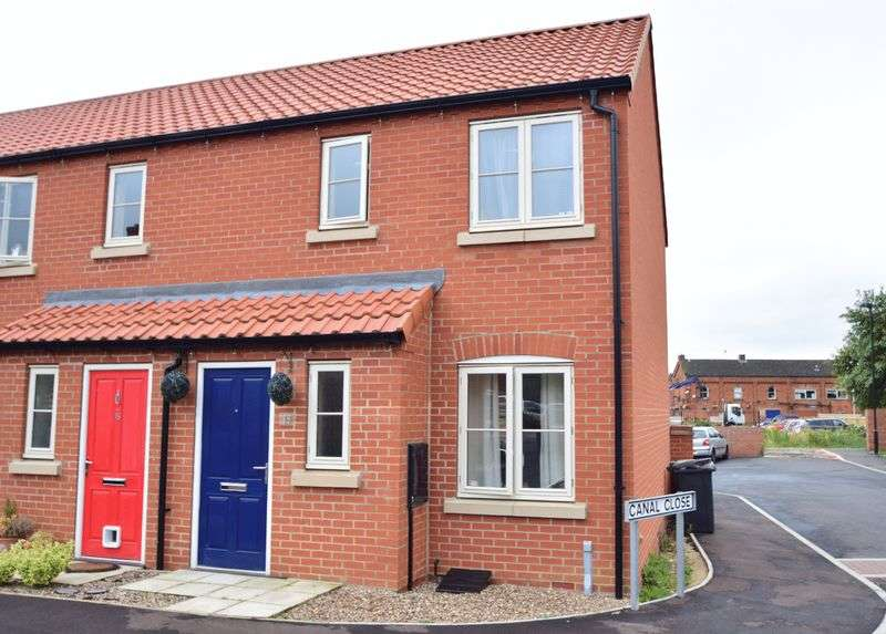 2 Bedrooms Terraced House for sale in Canal Close, Louth