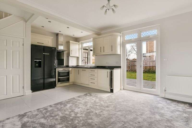 3 Bedrooms Detached House for sale in Beckway Road, London