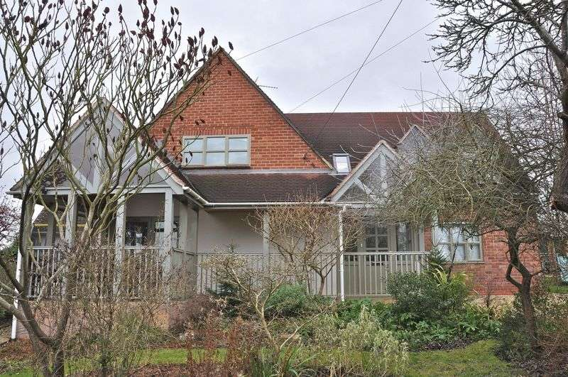 4 Bedrooms Detached House for sale in Main Street, Aldington, Evesham, WR11 7XB