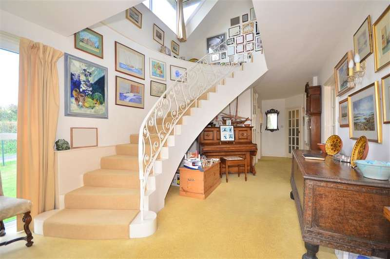 4 Bedrooms Detached House for sale in Highdown Lane, Totland Bay, Isle of Wight