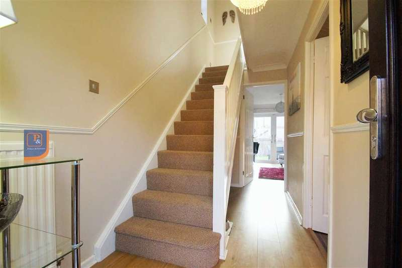2 Bedrooms Semi Detached House for sale in Essex Hall Road, Colchester