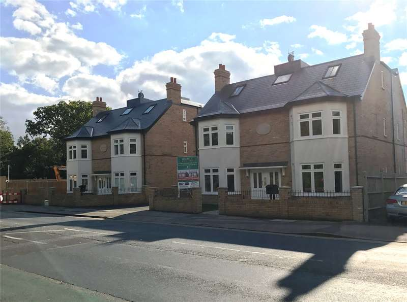 2 Bedrooms Flat for sale in Majestic Apartments, 125 High Road, Bushey Heath, Hertfordshire, WD23