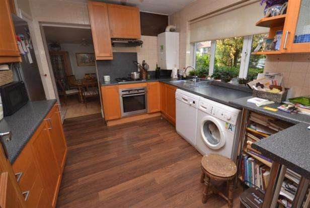 4 Bedrooms Semi Detached House for sale in Kingsgate Avenue, Finchley, London, N3