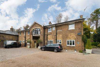 6 Bedrooms House for sale in The Stables, Dog Kennel Lane, Chorleywood, Rickmansworth