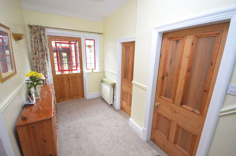 2 Bedrooms Semi Detached House for sale in Ashleigh Street, Whitehall