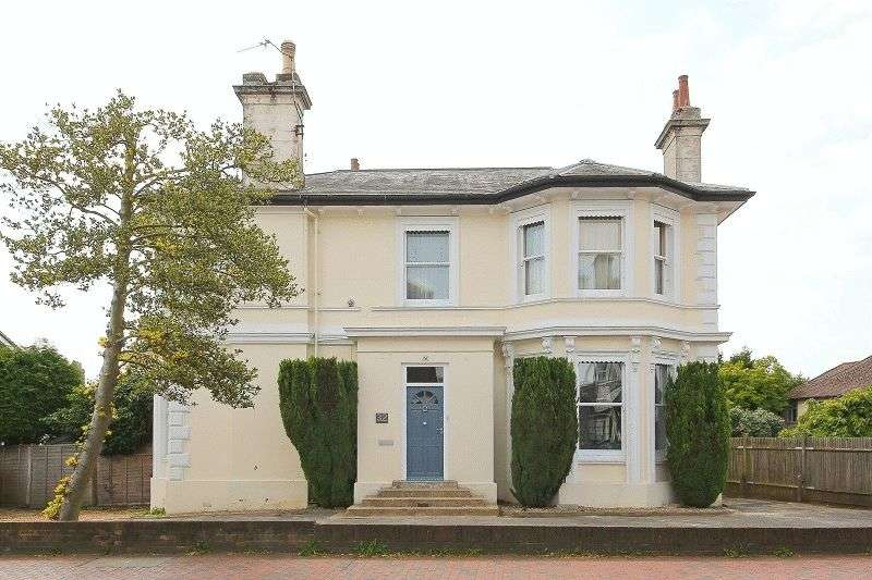 2 Bedrooms Flat for sale in London Road, Southborough