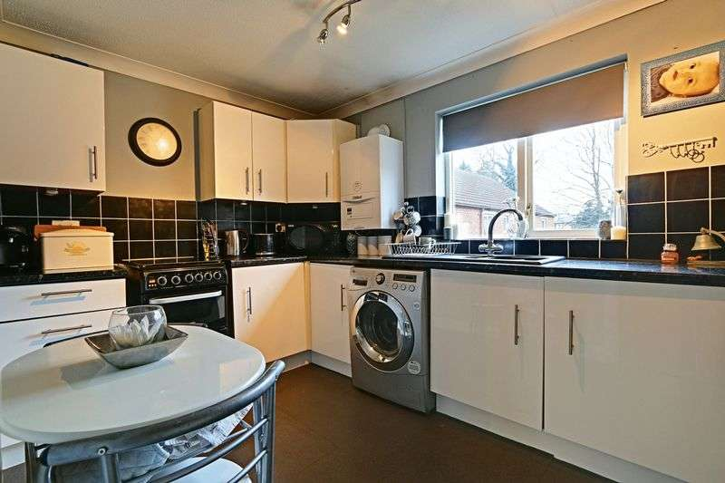 2 Bedrooms Flat for sale in Tennison Court, Cottingham