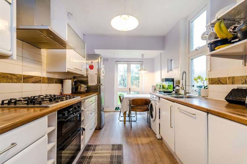 2 Bedrooms Terraced House for sale in Myrtle Road, Hampton, TW12