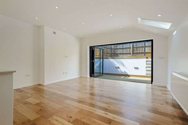 1 Bedroom Flat for sale in Gleneagle Road, London