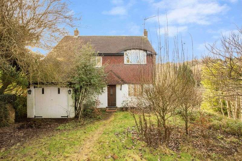 3 Bedrooms Detached House for sale in Deansfield, Caterham