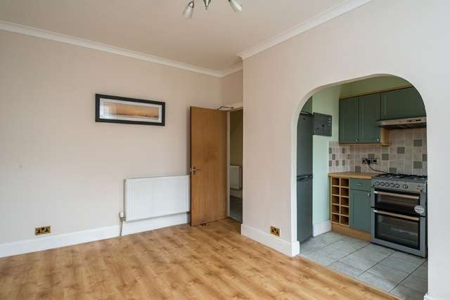 2 Bedrooms Flat for sale in Ravenscroft Street, Gilmerton, Edinburgh, EH17 8QJ
