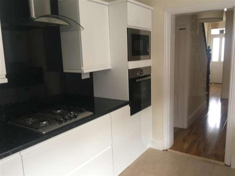 3 Bedrooms Semi Detached House for sale in St. Michaels Road, Wallington, Surrey